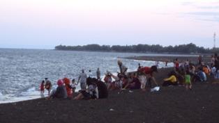 Pengunjung Pantai Boom