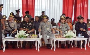 Kapolda jatim Brigjen Pol Anas Yusuf, Pangdam V Brawijaya Mayjen Eko Wiratmono, Gubernur Jatim Soekarwo, Bupati Banyuwangi