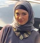 Ratna Galih Pakai Hijab