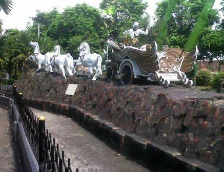 Taman Tirta Wangi (Taman Patung Kuda)