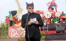 Bupati Anas Memberi Sambutan Dalam Festival Gandrung Sewu
