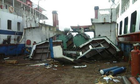 Kapal Lct, Sritanjung Dipotong Dikilokan