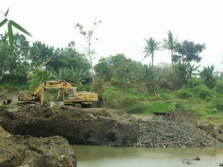 Penambangan Pasir Disungai Gambor Aman