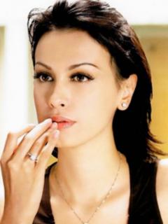 Daun Kelor Dan Rahasia Kecantikan Sophia Latjuba