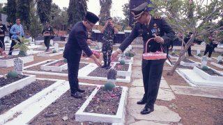 HUT TNI Ke-72 : Kodim 0825 Banyuwangi Ziarah Nasional Hormati Jasa Pahlawan