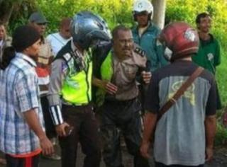 Rampas Motor Pelajar, Pecatan Polisi Dimassa dan Ditangkap Polisi