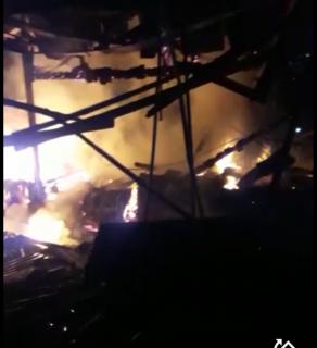 Kebakaran, Pasar Benculuk Sempat Diselimut Api