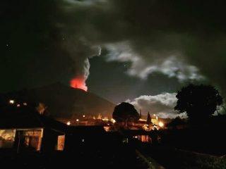 Akibat Sebaran Abu Vulkanik Letusan Gunung Agung, Bandara Udara Ngurah Rai Ditutup Sementara