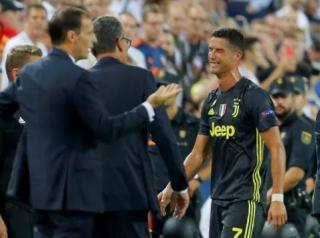 Karena Kartu Merah, Ronaldo Terancam Tak Main Lawan MU