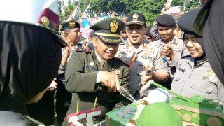Kejutan Kapolres Bersama Jajaran Ucapkan HUT TNI Ke-73 Kepada Dandim & Danlanal