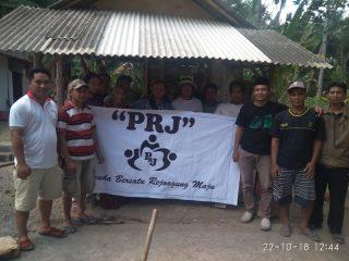 Pemuda Desa Renovasi Rumah Reot Janda Tua Renta
