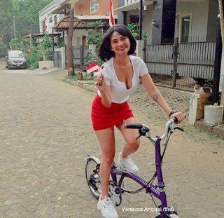 Vanessa Angel Dengan Merah Putih