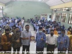 Dihari KesaktianPancasila, Ketua dan Pimpinan DPRD Banyuwangi Awali Bagikan Buku Spirit Pancasila