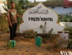Pemakaman Bertuliskan Fhuju' Kontol