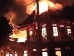 Dini Hari Galery Virdes Batik Banyuwangi Terbakar