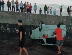 Mobil Terjun Bebas Di Wisata Pantai Blimbingsari