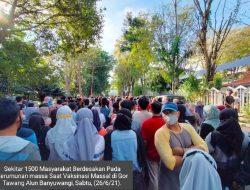 Kerumunan Massa Saat Vaksinasi Massal di Gor Tawang Alun Banyuwangi