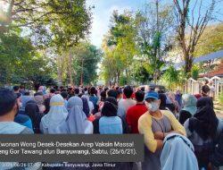 Ewonan Wong Desek-Desekan Arep Vaksin Massal Neng Gor Tawang Alun Banyuwangi