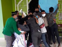 Nyaris Bentrok, Demo Mahasiswa UINSU Unjuk Rasa Tuntut Rektor Mundur
