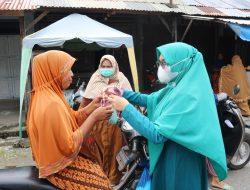 Edukasi Kesadaran Prokes di Luar Rumah, Evi Juwinda Bagikan Masker Gratis di Jalan Dan Pasar
